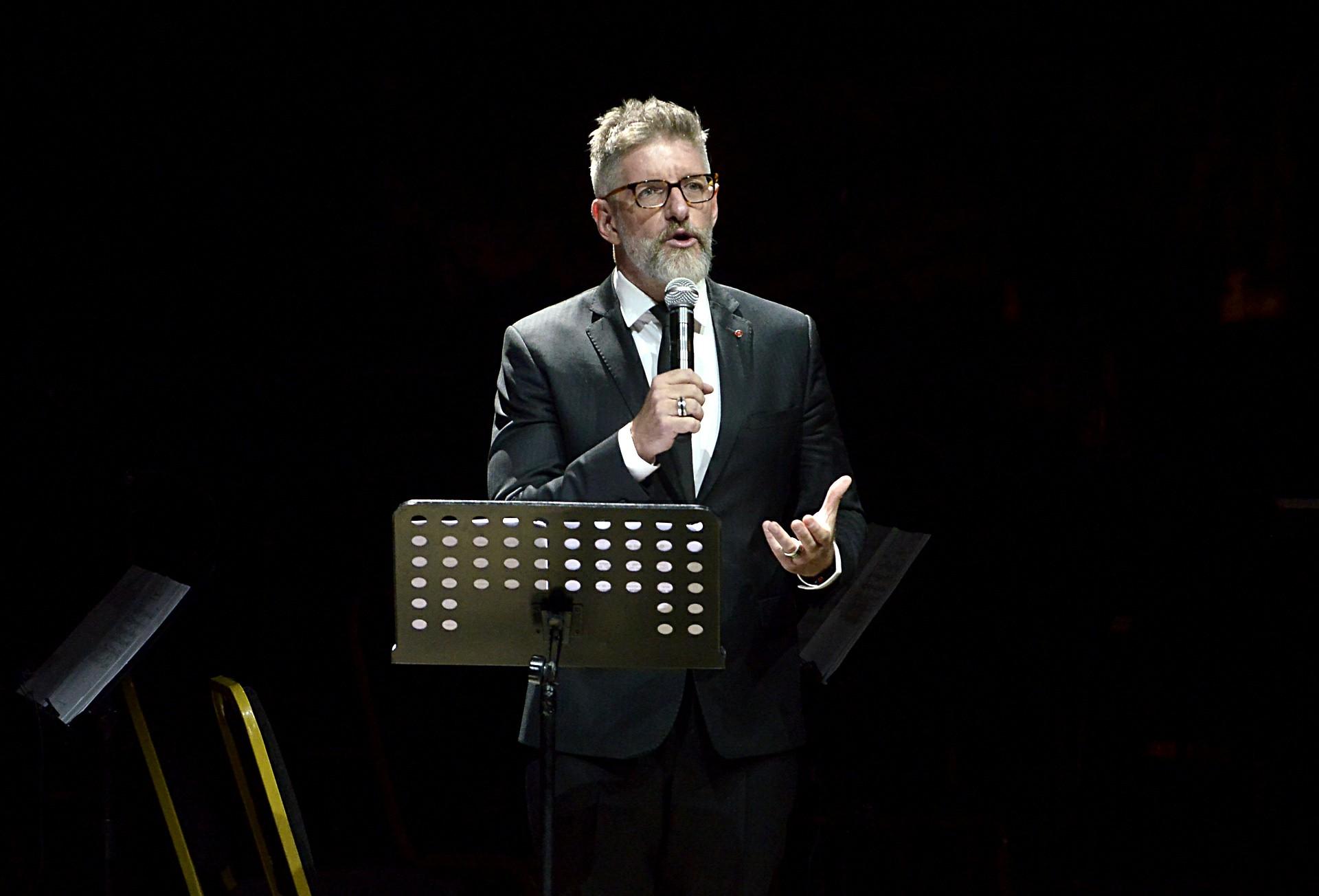 Luis Novaresio ofició de presentador en esta velada plena de música y emociones
