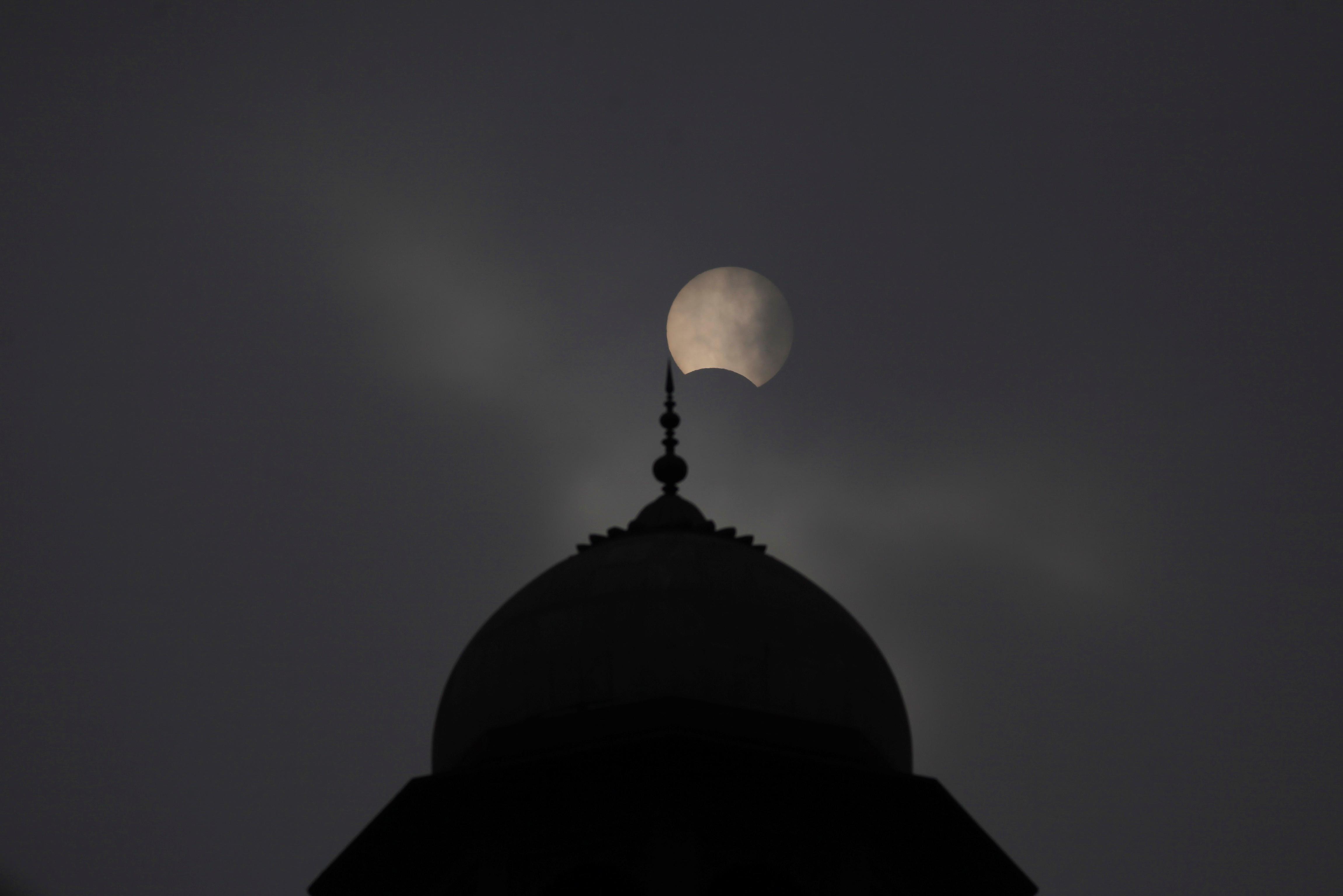 Lahore, Pakistan, solar eclipse.