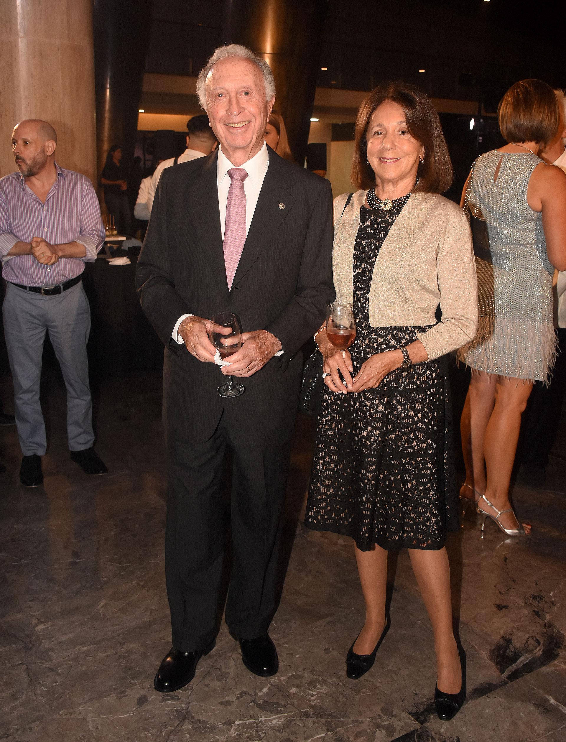 Jorge Di Fiori, presidente de la Cámara Argentina de Comercio y Servicios, y su mujer