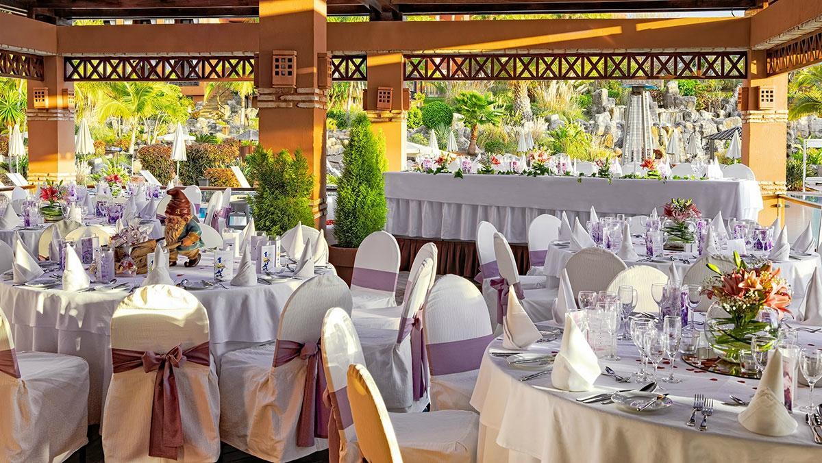 Uno de los restaurantes ubicados en el interior del hotel