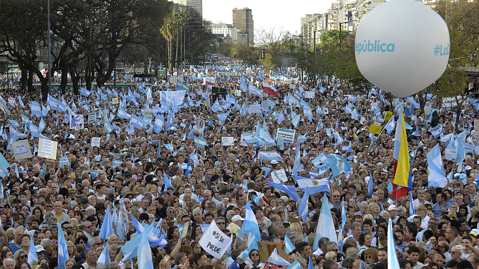 La Marcha del Millón convocó a una multitud en la 9 de Julio
