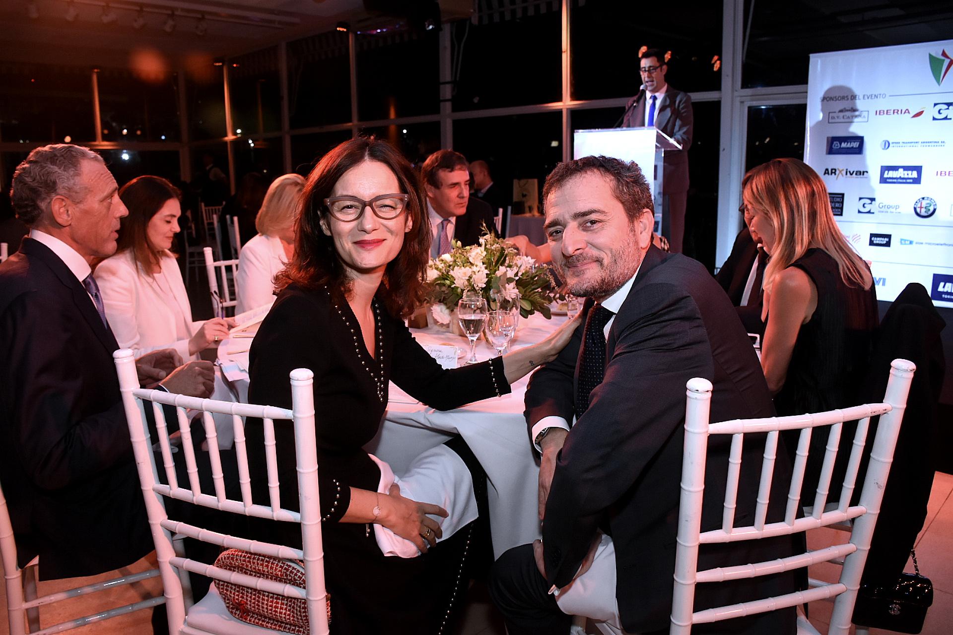 Alma Manzo, esposa del embajador de Italia en la Argentina, junto a Riccardo Smimmo, cónsul general de ese país