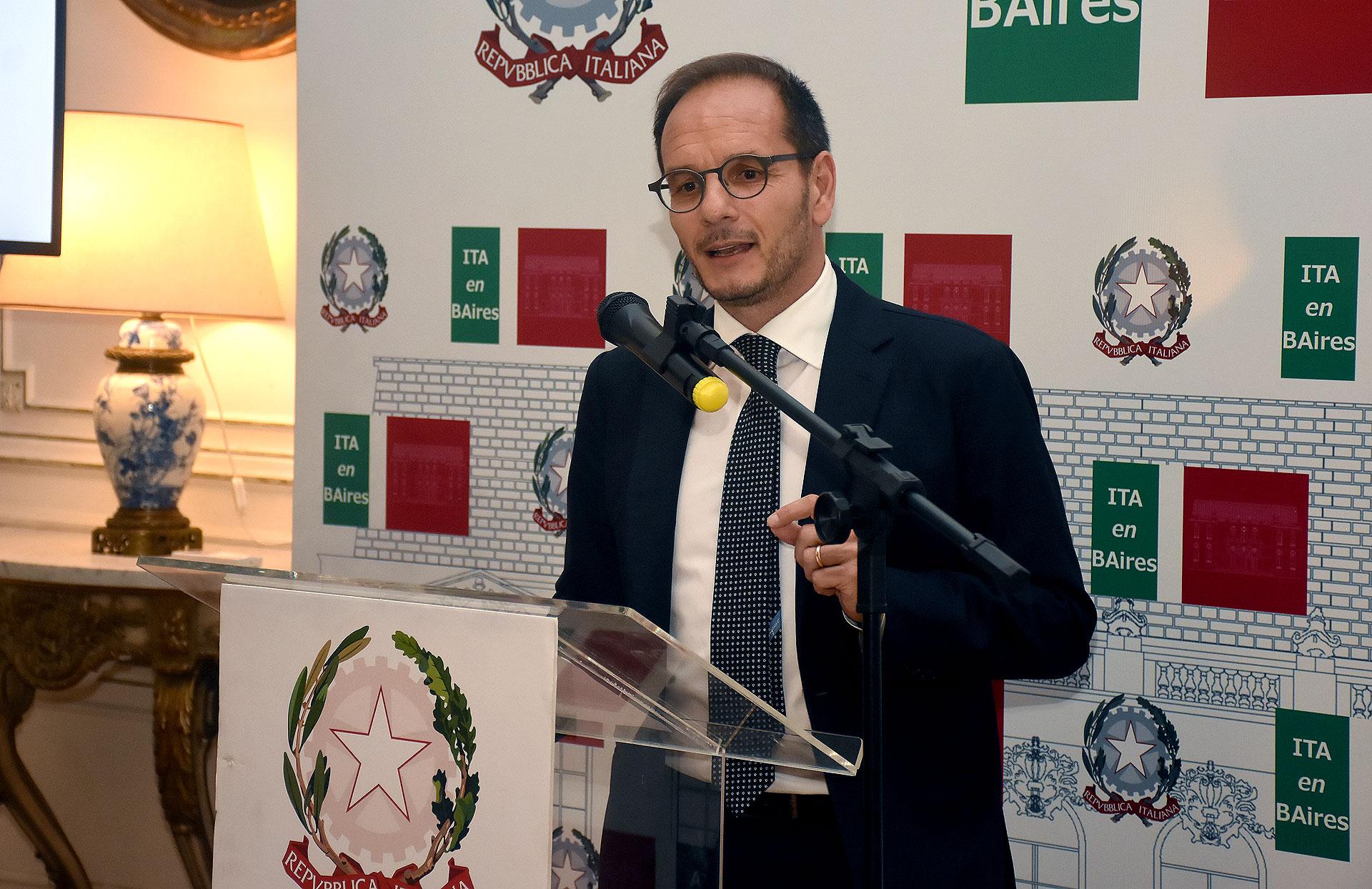 El embajador de Italia en la Argentina, Giuseppe Manzo